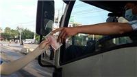 Biên Hòa: Trạm thu phí 'thất thủ' vì người dân dùng tiền lẻ mua vé