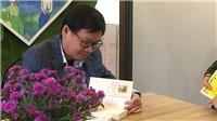 Độc giả 'rồng rắn lên mây' giữa cái lạnh Hà Nội để gặp nhà văn Nguyễn Nhật Ánh