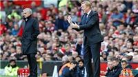 Mourinho khen M.U hết lời, trù dập Everton; Koeman phản pháo