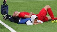 Học từ Youtube, cậu bé nhặt bóng cứu cầu thủ nằm sân ở Tây Ban Nha