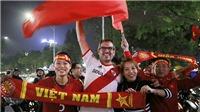 Mua áo, cờ cổ vũ U23 Việt Nam ở đâu? Các cung đường 'đi bão' mừng thầy trò Park Hang Seo trở về