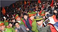 Người hâm mộ đổ ra đường chào đón Xuân Trường, Thành Chung về Tuyên Quang
