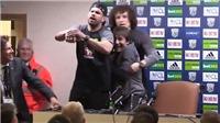 HÀi HƯỚC: Costa và Luiz phá họp báo, rủ Conte đi 'đập phá'