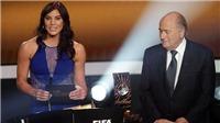 SỐC!!! Blatter bị tố quấy rối tình dục nữ cầu thủ tại lễ trao Quả Bóng Vàng