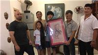Võ sư Đoàn Bảo Châu được cao thủ Flores tặng tranh 'Mãnh Hổ'