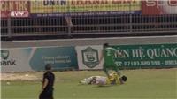 Chí Công bị cấm thi đấu 3 trận vì giẫm đạp lên Thái Quý