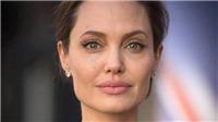 Angelina Jolie khóc giàn giụa: 'Tôi không thích độc thân. Nó thật nặng nề'