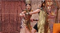 VIDEO: Nói tiếng lạ, nhảy quay cuồng, MC Liêu Hà Trinh nhận cúp 'Ơn giời'