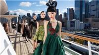 Siêu mẫu gốc Việt Jessica Minh Anh: Người mẫu 'bước đi' trên bầu trời, mặt nước