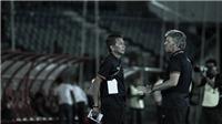 HLV Hoàng Anh Tuấn chết lặng, cầu thủ U18 Việt Nam không tin mình bị loại
