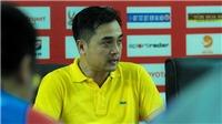 HLV Đức Thắng: 'Hãy dùng tiền để nâng cấp mặt sân thay vì mua cầu thủ'