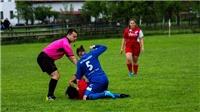 Choáng với cảnh nữ cầu thủ đánh đối thủ ngay trên sân bóng