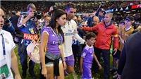Ronaldo tận hưởng chức vô địch cùng con trai và cô bồ trẻ Georgina Rodriguez