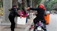 Việt Nam có lễ hội 'cướp hoa'