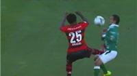 Cầu thủ Flamengo bị đuổi vì đá vào 'chỗ hiểm' của đối phương
