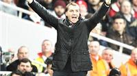 Brendan Rodger đổ lỗi cho trọng tài, Wenger phản pháo Mourinho