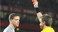 Từ thẻ đỏ của Szczesny và Demichelis: Nên hủy bỏ luật thổi penalty, rút thẻ đỏ?