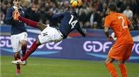 Ibrahimovic chúc mừng đồng đội lập siêu phẩm