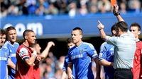 Oxlade-Chamberlain phạm lỗi, Gibbs lại bị đuổi! Trọng tài mắc sai lầm 'điên rồ' trận Chelsea-Arsenal