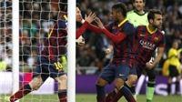 Những điểm nhấn ở 'Kinh điển': Trọng tài gây scandal, Messi che mờ Ronaldo, Barca kém bóng bổng