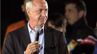 Johan Cruyff chỉ trích thượng tầng Barca, bảo vệ Messi