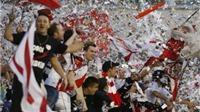 Fan ném giấy, xô đổ hàng rào khi Bilbao giành vé dự Champions League
