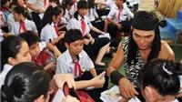 Siêu mẫu Ngọc Tình làm Thạch Sanh diễn kịch trong trường học