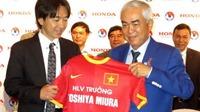 Tân HLV Toshiya Miura tự tin đối đáp trong lễ ra mắt