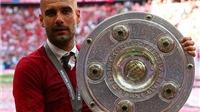 CHÙM ẢNH Bayern Munich ăn mừng: Cha mẹ Pep đến chung vui, lễ hội tắm bia của Bayern