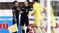 Tranh cãi sau trận Hải Phòng - QNK Quảng Nam: Trọng tài, cầu thủ đều bị phạt