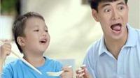 Trẻ em xơi mì ăn liền