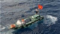 Cờ Tổ quốc giữa biển Đông