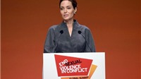 Angelina Jolie được Nữ hoàng Anh tôn vinh