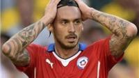Giám đốc truyền thông Brazil đấm tiền đạo Chile, FIFA vào cuộc