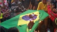 CHÙM ẢNH: Thảm bại trước Đức, Brazil khóc như mưa, CĐV đốt quốc kì