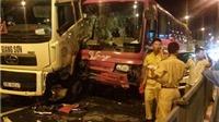 Đường Nội Bài - Hà Nội ùn tắc sau tai nạn khiến 3 ô tô kẹp nhau trên cầu Thăng Long
