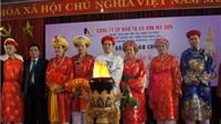 Trang phục đạo mẫu Việt Nam đi châu Âu