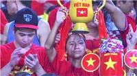 U19 Việt Nam được thắp lửa từ phía khán đài