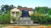 Điều ít biết về Trịnh Công Sơn và tượng Phan Bội Châu ở Huế