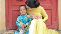 Câu chuyện cảm động về bà mẹ 'cùng con đi khắp thế gian'