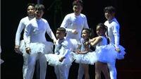 Chết cười với bốn ông bố múa Hồ Thiên Nga