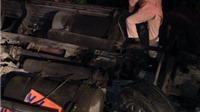 Lật xe đầu kéo trên đèo Lò Xo trong đêm, 2 người thương vong