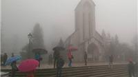 Lào Cai đón 'mưa vàng, mưa bạc', Sa Pa chuyển rét hại 9 độ C