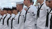 Iran bắt giữ 10 lính và 2 tàu hải quân Mỹ