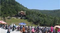 Hàng vạn người đến Vũng Chùa viếng mộ Đại tướng Võ Nguyên Giáp