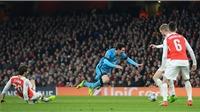Fan Arsenal tức giận với Flamini vì gây ra quả 11m: 'Tôi muốn săn lùng và tát vào mặt hắn'