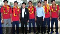 Tuyển quần vợt Việt Nam được chào đón tại sân bay sau kỳ tích thắng Indonesia