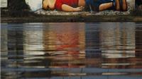 Hình ảnh em bé Syria chết đuối được vẽ graffiti khổ lớn ở Đức