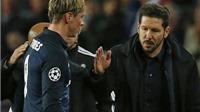 Felipe Luis: 'Thẻ đỏ cho Torres ư? Gặp Barca là vậy mà'