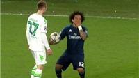 Marcelo đóng kịch khiến cầu thủ Wolfsburg nhận thẻ vàng